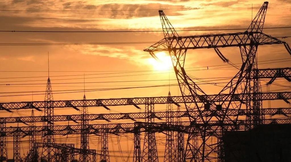 ايران تبلغ العراق بقطع الكهرباء لمدة اربعة ايام